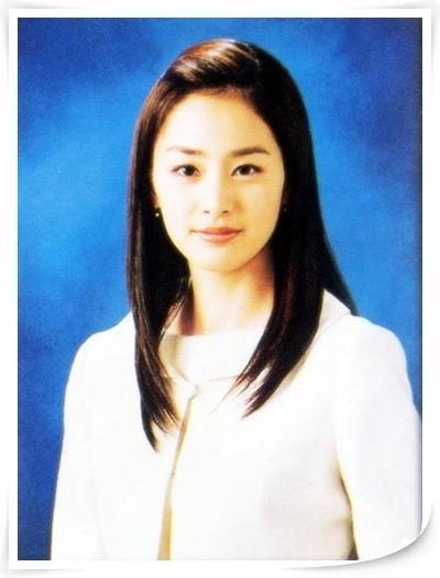 Vẻ đẹp của Kim Tae Hee: Từ nữ thần đại học đến biểu tượng nhan sắc, cả cái bóng phản chiếu trên tường cũng thừa sức gây sốt 2