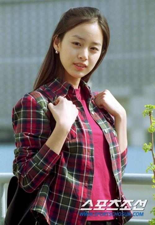 Vẻ đẹp của Kim Tae Hee: Từ nữ thần đại học đến biểu tượng nhan sắc, cả cái bóng phản chiếu trên tường cũng thừa sức gây sốt 5