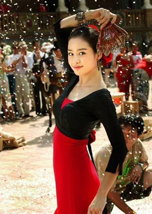 Vẻ đẹp của Kim Tae Hee: Từ nữ thần đại học đến biểu tượng nhan sắc, cả cái bóng phản chiếu trên tường cũng thừa sức gây sốt 12