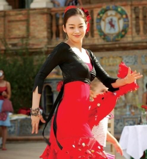 Vẻ đẹp của Kim Tae Hee: Từ nữ thần đại học đến biểu tượng nhan sắc, cả cái bóng phản chiếu trên tường cũng thừa sức gây sốt 14