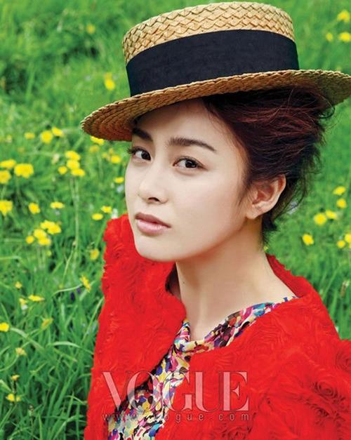 Vẻ đẹp của Kim Tae Hee: Từ nữ thần đại học đến biểu tượng nhan sắc, cả cái bóng phản chiếu trên tường cũng thừa sức gây sốt 16