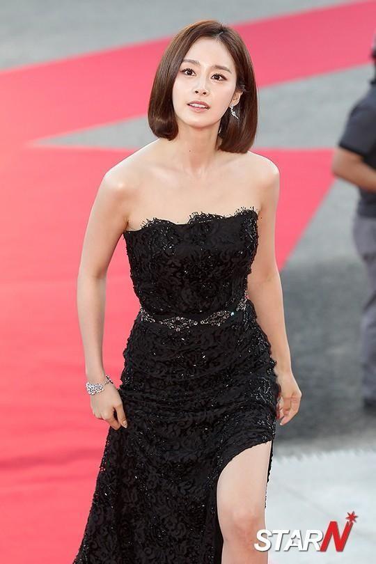 Vẻ đẹp của Kim Tae Hee: Từ nữ thần đại học đến biểu tượng nhan sắc, cả cái bóng phản chiếu trên tường cũng thừa sức gây sốt 18