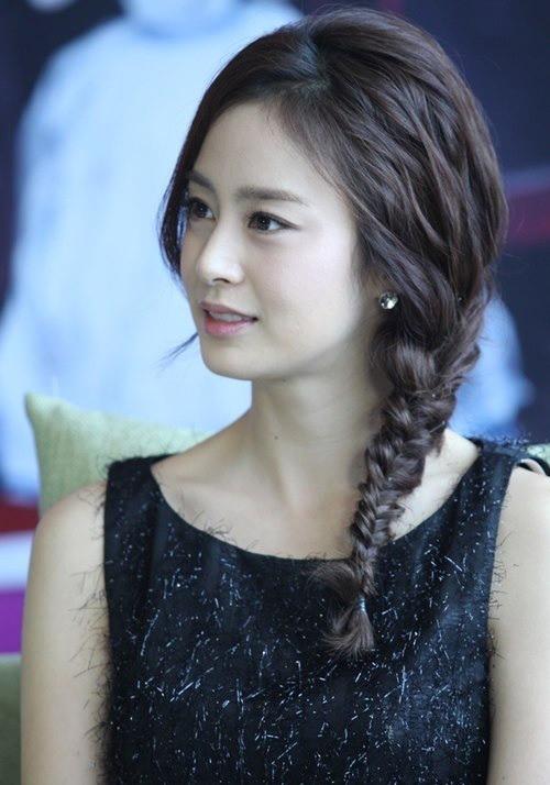 Vẻ đẹp của Kim Tae Hee: Từ nữ thần đại học đến biểu tượng nhan sắc, cả cái bóng phản chiếu trên tường cũng thừa sức gây sốt 17