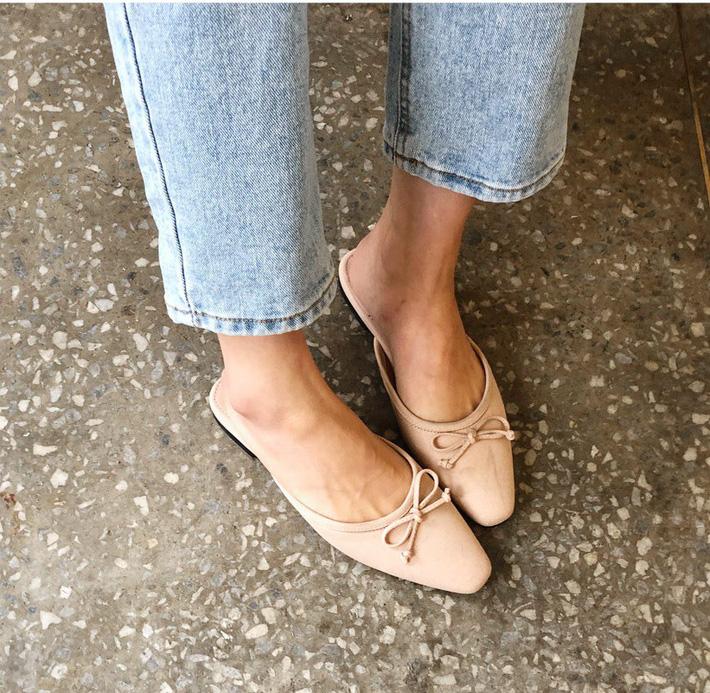Nàng công sở nào cũng cần một đôi giày nude bởi khả năng hack dáng tuyệt đỉnh: Chân vừa dài, dáng lại thon hơn đáng kể 1