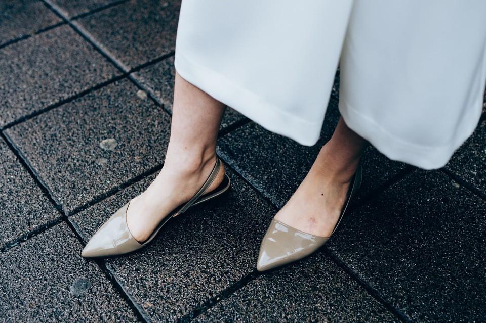 Nàng công sở nào cũng cần một đôi giày nude bởi khả năng hack dáng tuyệt đỉnh: Chân vừa dài, dáng lại thon hơn đáng kể 3
