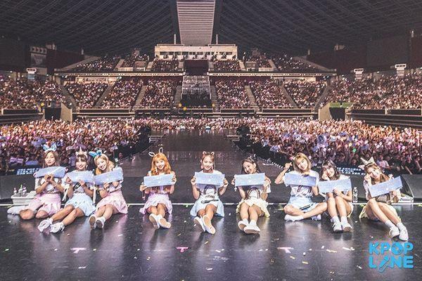 Twice bán hết vé concert ở Mỹ, người netizen gọi tên nhiều nhất không phải BTS mà là BlackPink 2