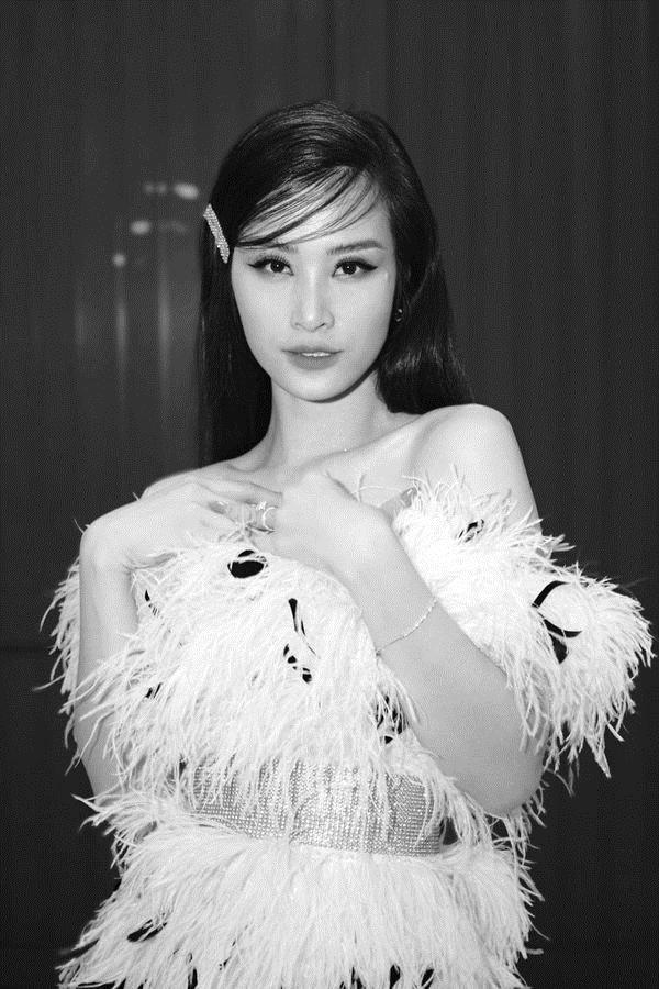 Từ sau đính hôn, Đông Nhi càng ngày càng đẹp, gu thời trang sang trọng khó cưỡng 9
