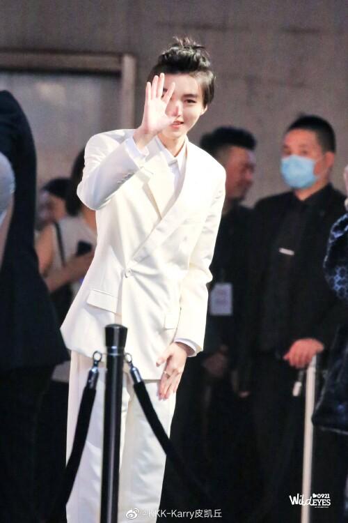 Đêm hội Dior 2020: Vương Tuấn Khải tựa hoàng tử, Triệu Lệ Dĩnh - Angela Baby đẹp áp đảo Ngô Cẩn Ngôn 1