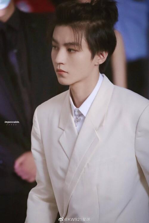 Đêm hội Dior 2020: Vương Tuấn Khải tựa hoàng tử, Triệu Lệ Dĩnh - Angela Baby đẹp áp đảo Ngô Cẩn Ngôn 2