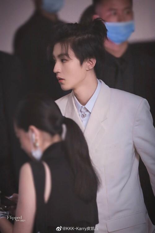 Đêm hội Dior 2020: Vương Tuấn Khải tựa hoàng tử, Triệu Lệ Dĩnh - Angela Baby đẹp áp đảo Ngô Cẩn Ngôn 4