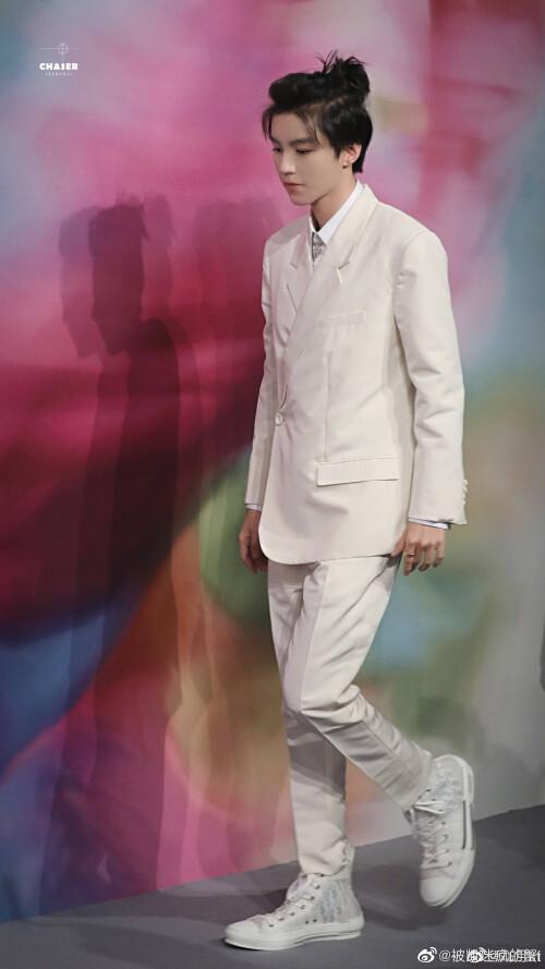 Đêm hội Dior 2020: Vương Tuấn Khải tựa hoàng tử, Triệu Lệ Dĩnh - Angela Baby đẹp áp đảo Ngô Cẩn Ngôn 5
