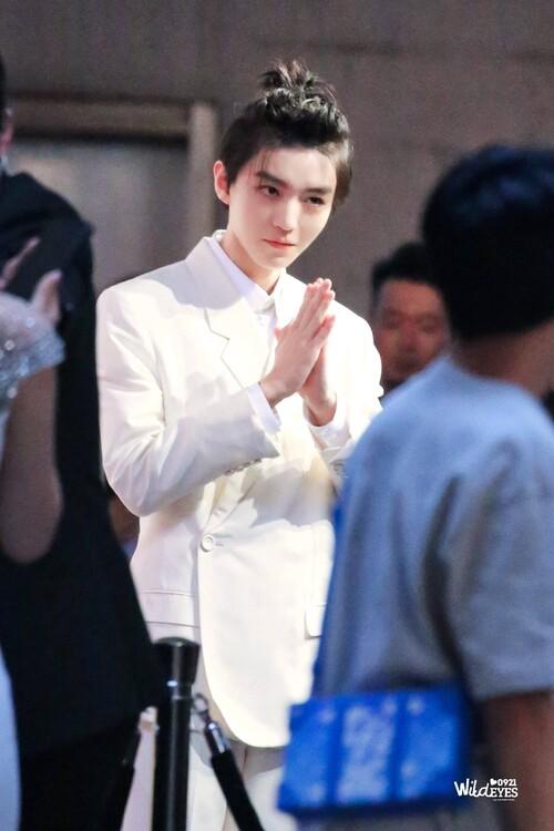 Đêm hội Dior 2020: Vương Tuấn Khải tựa hoàng tử, Triệu Lệ Dĩnh - Angela Baby đẹp áp đảo Ngô Cẩn Ngôn 7