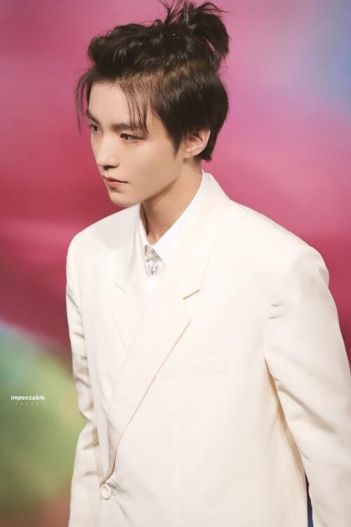 Đêm hội Dior 2020: Vương Tuấn Khải tựa hoàng tử, Triệu Lệ Dĩnh - Angela Baby đẹp áp đảo Ngô Cẩn Ngôn 10