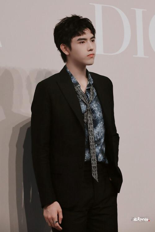 Đêm hội Dior 2020: Vương Tuấn Khải tựa hoàng tử, Triệu Lệ Dĩnh - Angela Baby đẹp áp đảo Ngô Cẩn Ngôn 28