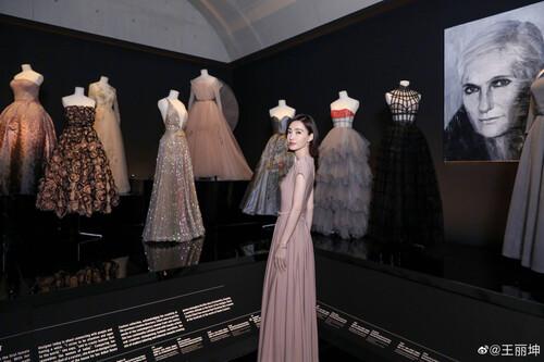 Đêm hội Dior 2020: Vương Tuấn Khải tựa hoàng tử, Triệu Lệ Dĩnh - Angela Baby đẹp áp đảo Ngô Cẩn Ngôn 76
