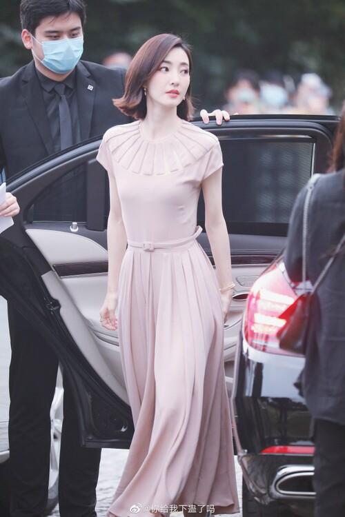 Đêm hội Dior 2020: Vương Tuấn Khải tựa hoàng tử, Triệu Lệ Dĩnh - Angela Baby đẹp áp đảo Ngô Cẩn Ngôn 81