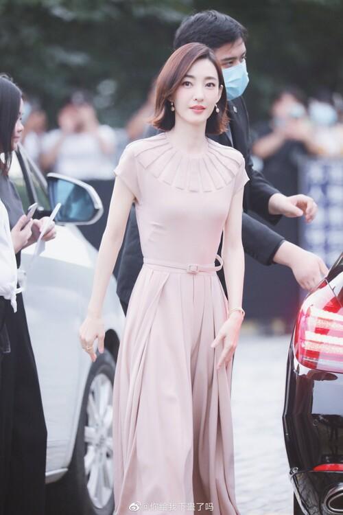 Đêm hội Dior 2020: Vương Tuấn Khải tựa hoàng tử, Triệu Lệ Dĩnh - Angela Baby đẹp áp đảo Ngô Cẩn Ngôn 82