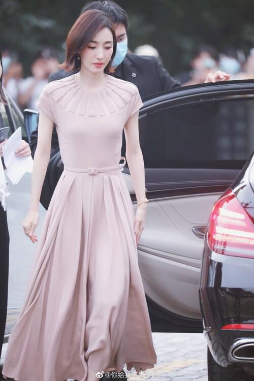 Đêm hội Dior 2020: Vương Tuấn Khải tựa hoàng tử, Triệu Lệ Dĩnh - Angela Baby đẹp áp đảo Ngô Cẩn Ngôn 80