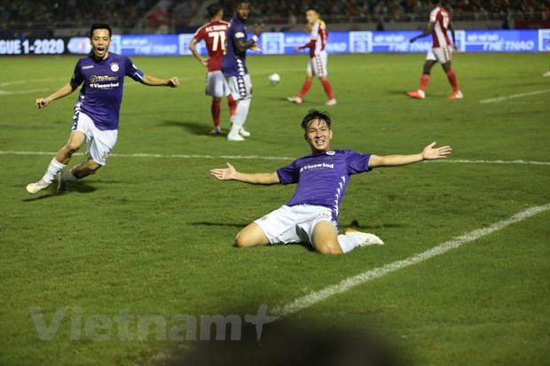 Hà Nội FC có liên tiếp hai bàn thắng ở phút 70 và 75 để khiến TP.HCM đánh mất thế trận và chơi chệch choạc. (Ảnh: Nam An/Vietnam+)
