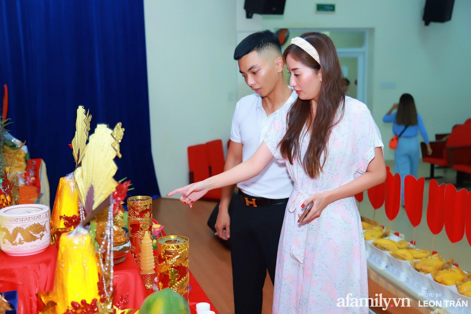 Khánh Thi - Phan Hiển tất bật tổ chức lễ giỗ Tổ nghiệp 1