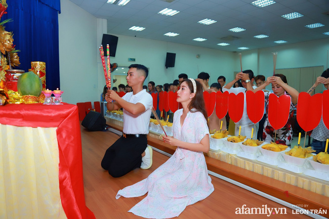 Năm nay lễ Tổ nghiệp chỉ có sự tham gia của các giáo viên và học trò trong trung tâm khiêu vũ chứ không tổ chức rầm rộ như những năm trước.