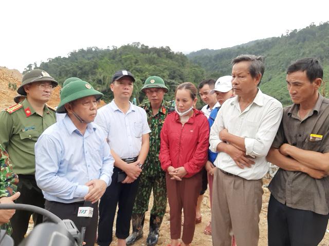 Lãnh đạo tỉnh Thừa Thiên – Huế chia sẻ, động viên đối với người nhà các nạn nhân.