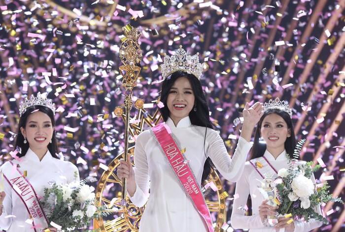 Đỗ Thị Hà (ở giữa) xuất sắc đăng quang ngôi vị cao nhất của Hoa hậu Việt Nam 2020. Ảnh: Tiền Phong