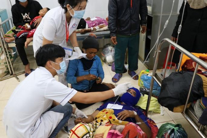 Sở Y tế tỉnh Gia Lai phải huy động lực lượng Bác sĩ ở các Trung tâm y tế lân cận hỗ trợ cho Trung tâm y tế huyện Phú Thiện vì bệnh nhân quá đông