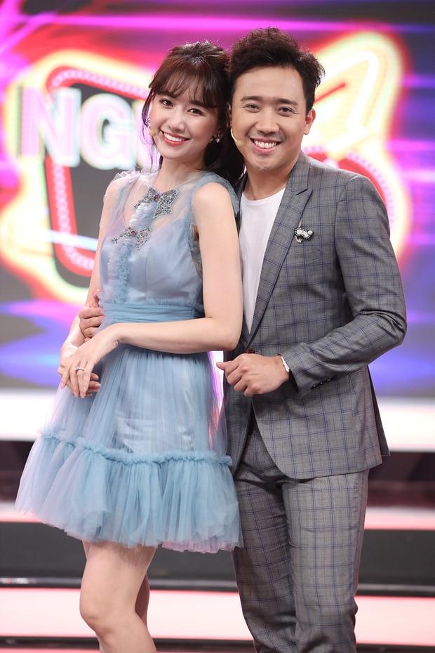 Anh kết hôn với Hari Won vào năm 2016, cặp đôi hiện là đôi vợ chồng được quan tâm nhất nhì showbiz Việt.