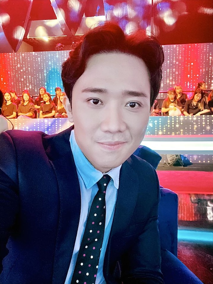 Hiện tại không chỉ là một MC duyên dáng mà Trấn Thành còn là một diễn viên, danh hài nổi tiếng được nhiều người mến mộ.