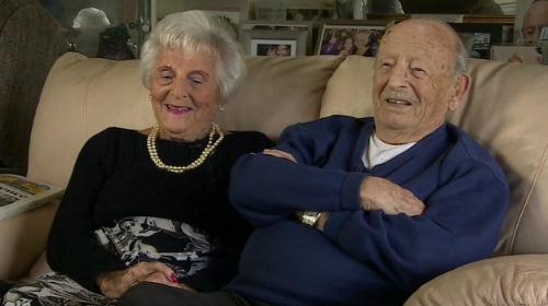 Cặp vợ chồng Helen và Maurice Kaye. Ảnh: BBC.