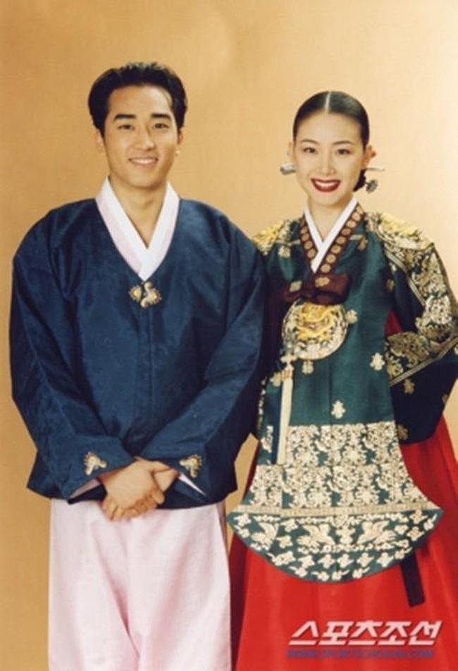 Mỹ nhân 'Bản tình ca mùa đông' Choi Ji Woo: Từ cuộc tình lặng thinh vô vọng với Song Seung Hun cho tới niềm hạnh phúc tròn đầy ở tuổi 44 1