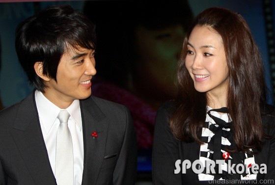 Mỹ nhân 'Bản tình ca mùa đông' Choi Ji Woo: Từ cuộc tình lặng thinh vô vọng với Song Seung Hun cho tới niềm hạnh phúc tròn đầy ở tuổi 44 2