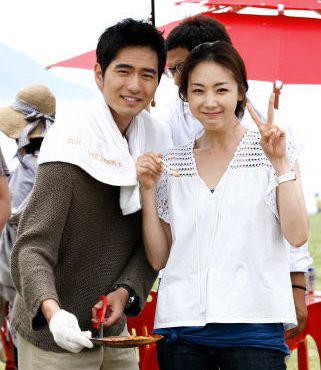 Mỹ nhân 'Bản tình ca mùa đông' Choi Ji Woo: Từ cuộc tình lặng thinh vô vọng với Song Seung Hun cho tới niềm hạnh phúc tròn đầy ở tuổi 44 3