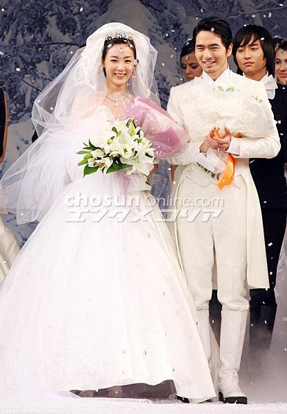 9 năm sau chia tay Song Seung Hun, trái tim Choi Ji Woo lại thêm một lần rung động bởi một người đàn ông kém 6 tuổi.