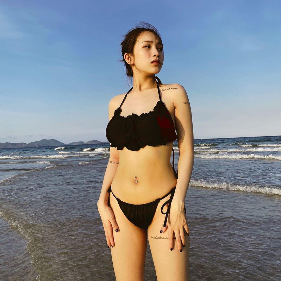 Con gái Minh Nhựa lên đồ gợi cảm khoe body xuất sắc sau sinh, style chỉ mặc màu đen-trắng nhưng rất đáng để học theo 0