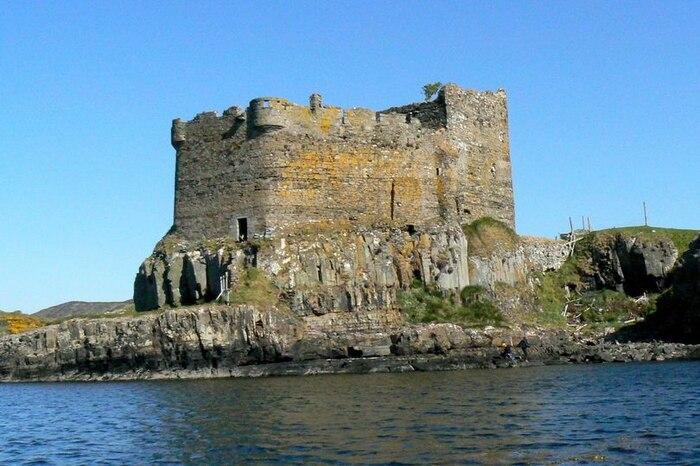 Lâu đài Mingary bị bỏ hoang 200 năm.
