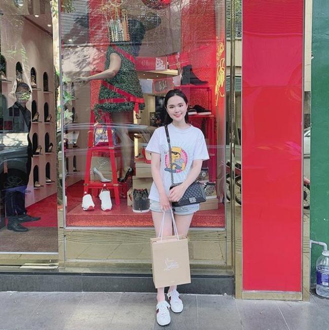 Vừa tiết lộ doanh thu 1 tháng gần 2 tỷ, bà bầu 9X Quỳnh Anh - vợ cầu thủ Duy Mạnh đã mạnh tay sắm cả núi đồ hiệu, ước tính giá trị không dưới trăm triệu 7