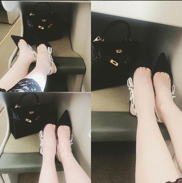 Sở hữu tủ đồ hiệu đắt giá, Ngọc Trinh chắc chắn không thể bỏ qua đôi giày đình đám này.
