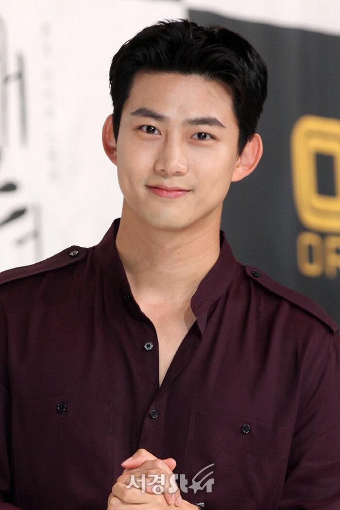 Ok Taecyeon (2PM) xin lỗi vì hẹn hò, Knet: 'Đến cả con trai còn muốn yêu anh ấy' 0