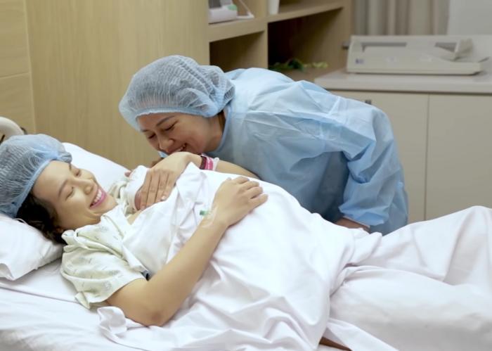 MC Hoàng Oanh chia sẻ khoảnh khắc con trai ra đời, Jack túc trực bên điện thoại động viên vợ 'vượt cạn' 6