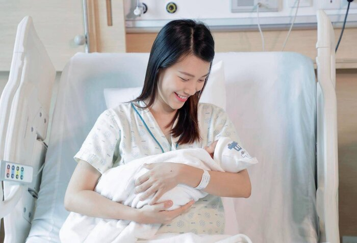 MC Hoàng Oanh chia sẻ khoảnh khắc con trai ra đời, Jack túc trực bên điện thoại động viên vợ 'vượt cạn' 7