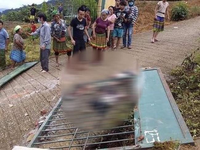 Hiện trường vụ sập cổng trường khiến 3 em học sinh tử vong.