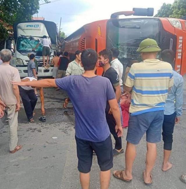 Nhiều hành khách hoảng loạn sau vụ tai nạn.