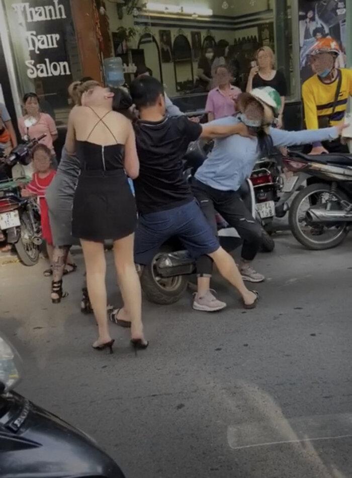 Chị 'tuesday' bị đánh ghen trên phố Lý Nam Đế bất ngờ lên tiếng 'minh oan' cho em gái? 0