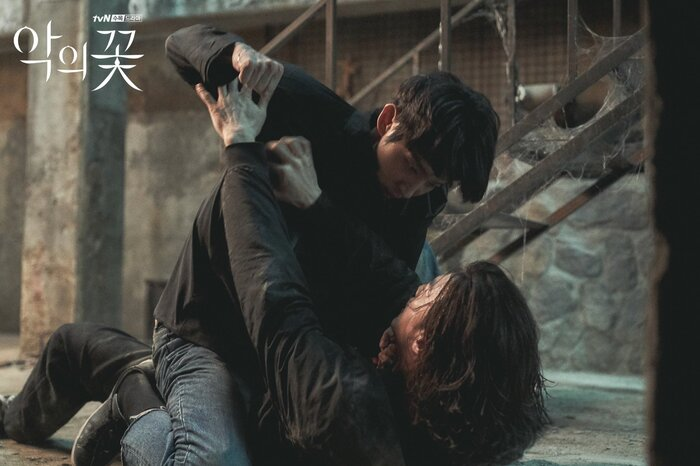 Kim Ji Hoon chính là 'Hoa của quỷ', bật sáng sau 18 năm debut với vai sát nhân khiến Knet ớn lạnh 1