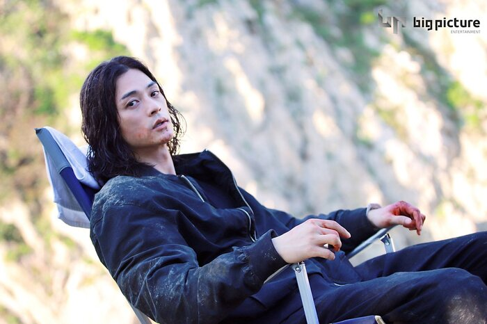 Kim Ji Hoon chính là 'Hoa của quỷ', bật sáng sau 18 năm debut với vai sát nhân khiến Knet ớn lạnh 20