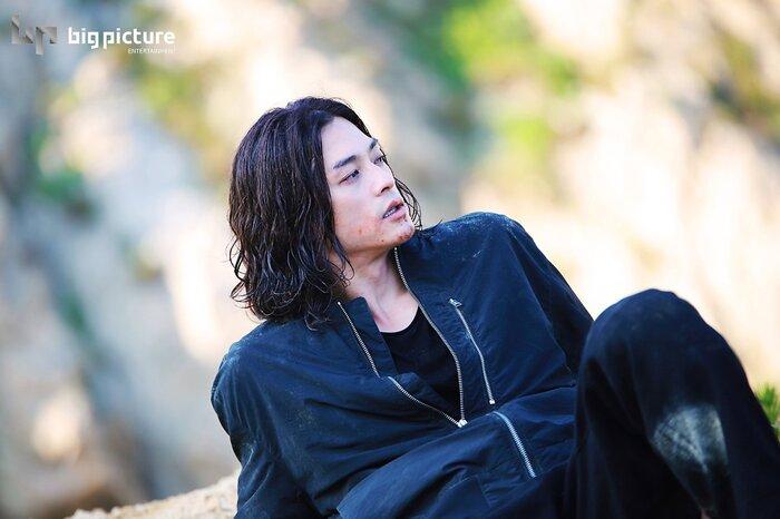 Kim Ji Hoon chính là 'Hoa của quỷ', bật sáng sau 18 năm debut với vai sát nhân khiến Knet ớn lạnh 23