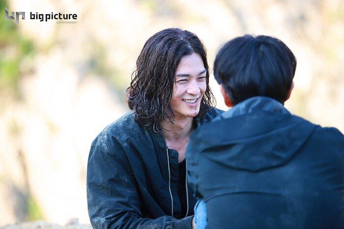Kim Ji Hoon chính là 'Hoa của quỷ', bật sáng sau 18 năm debut với vai sát nhân khiến Knet ớn lạnh 24