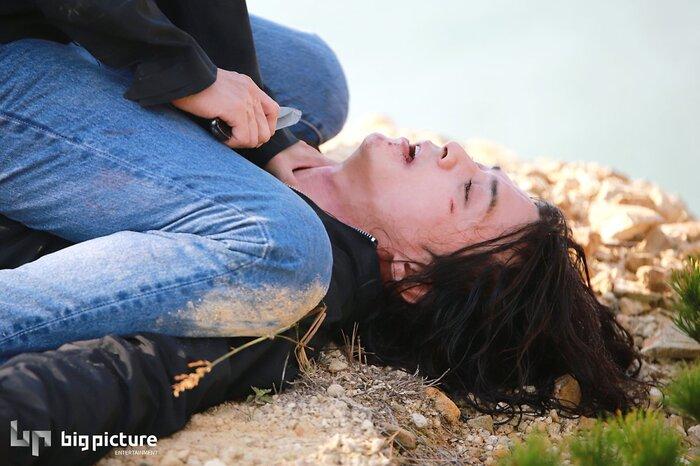 Kim Ji Hoon chính là 'Hoa của quỷ', bật sáng sau 18 năm debut với vai sát nhân khiến Knet ớn lạnh 22